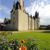 Chateau de fougeres sur bievre